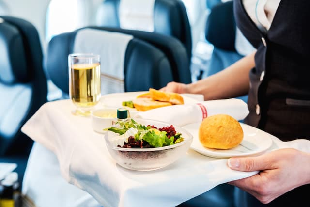 What food to eat on a plane to survive long haul flight